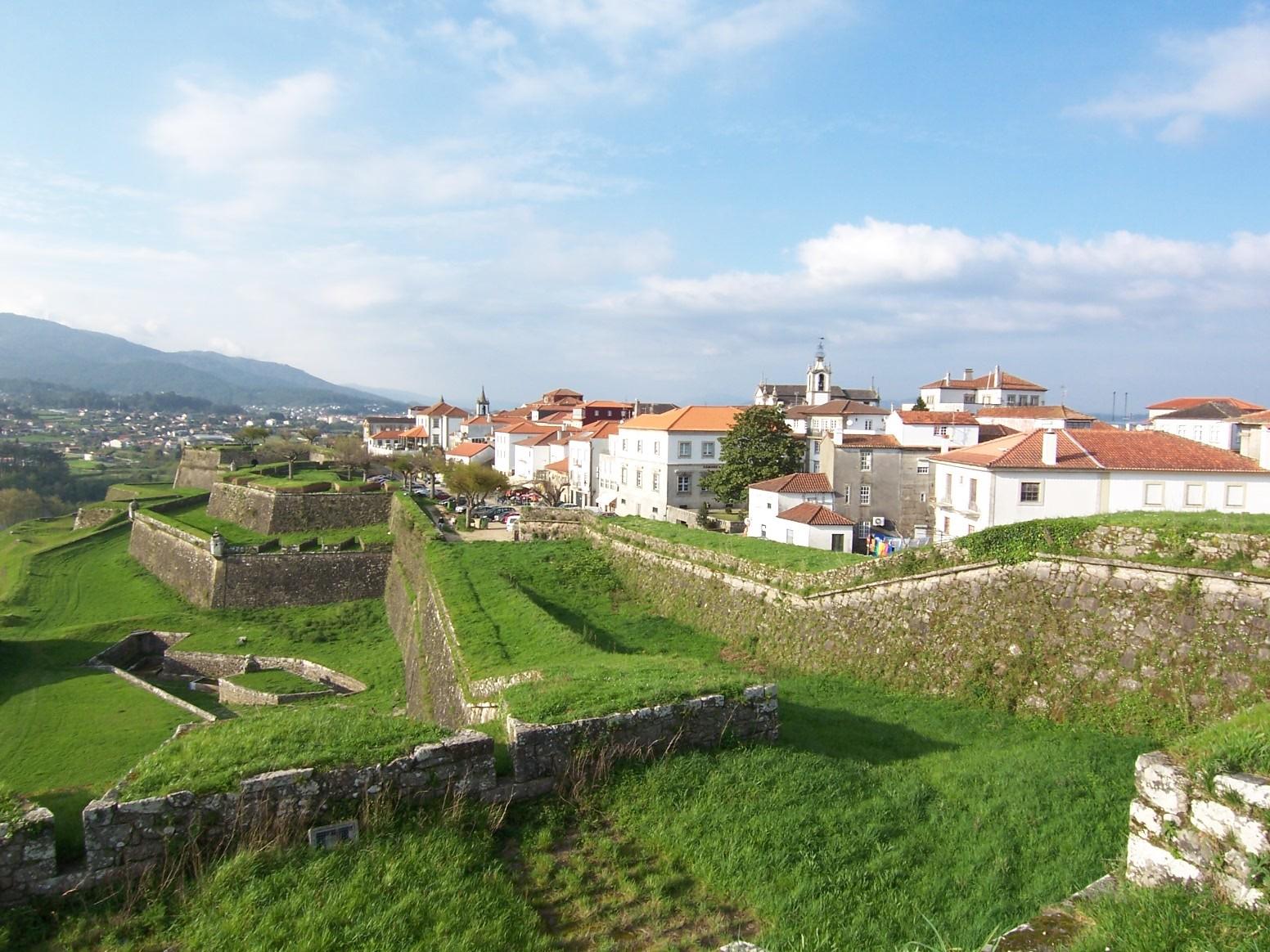 O leme imagens de portugal valen a centro hist rico for Muebles portugal valenca